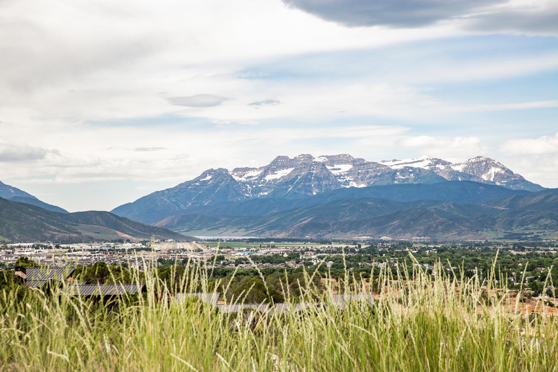 Dear Valley Mountains